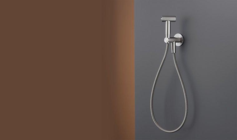 Cea, Water jet toilet cleaner