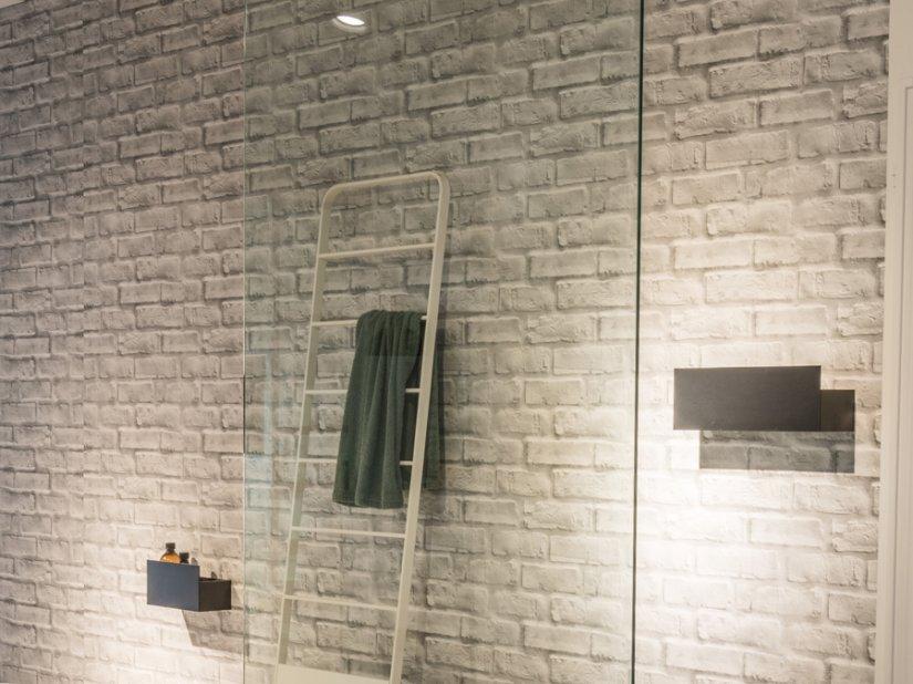 Agape, Flat D Shower